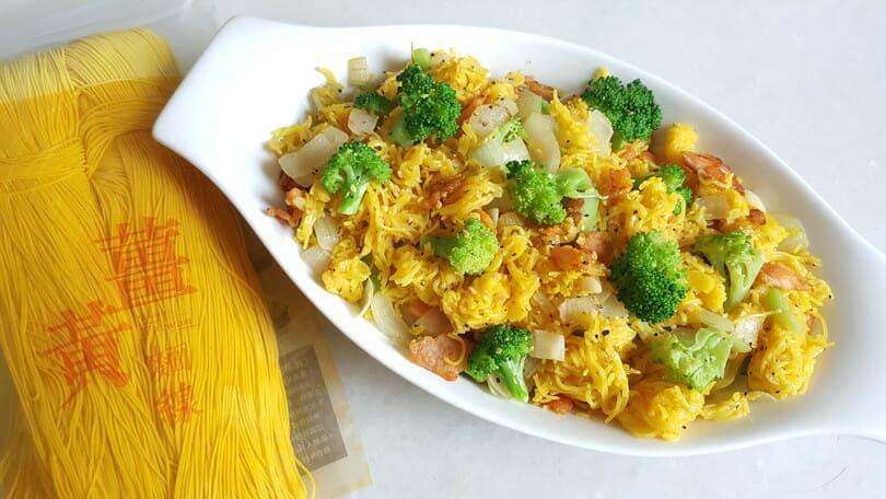 薑黃麵線料理食譜-蒜香鮭魚薑黃麵線 - 1