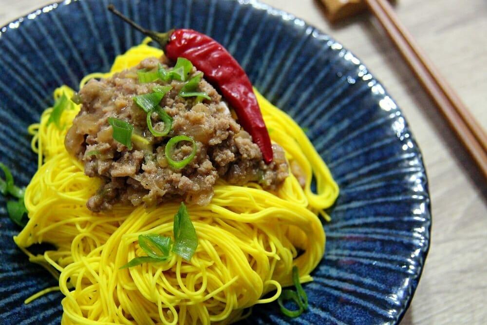 薑黃麵線料理食譜-香蔥肉燥薑黃麵 - 1