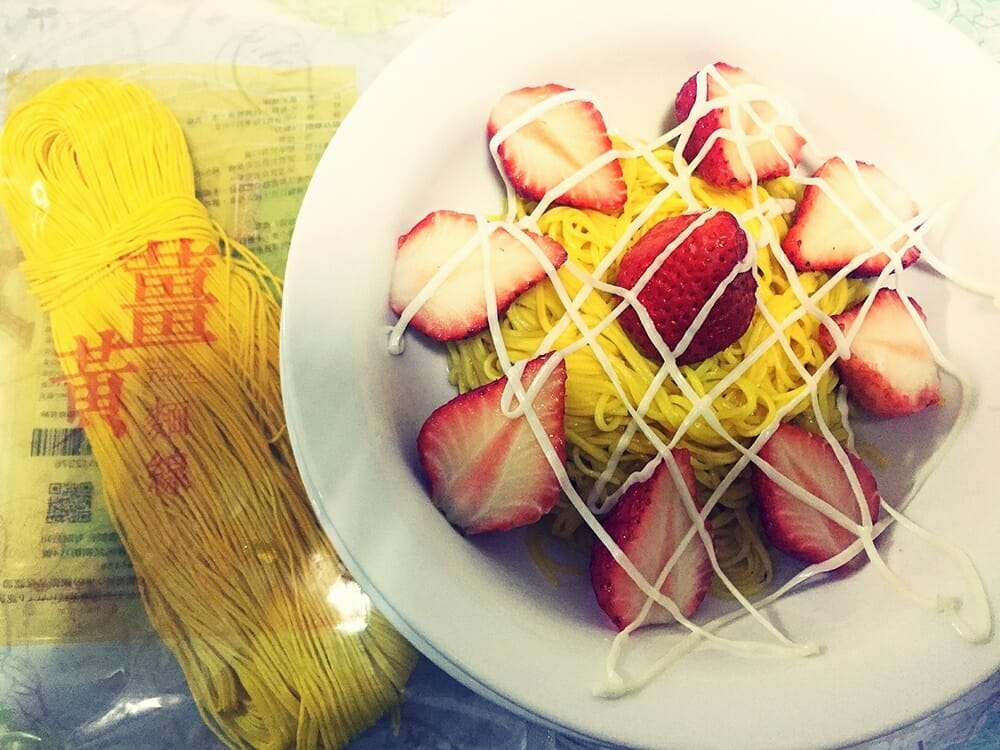 薑黃麵線料理食譜-草莓優格涼麵線 - 1