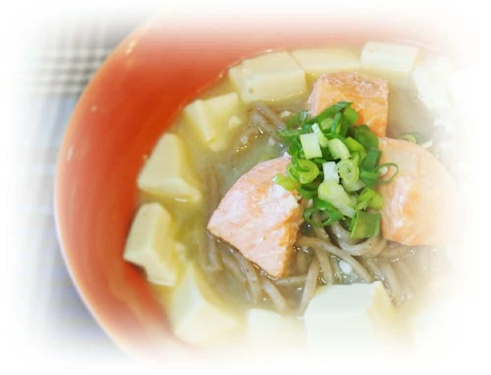 香蕉麵料理食譜-味噌豆腐鮭魚湯麵 - 1