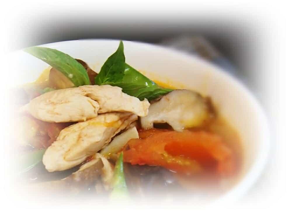香蕉麵料理食譜-番茄蔬菜雞肉湯麵 - 1