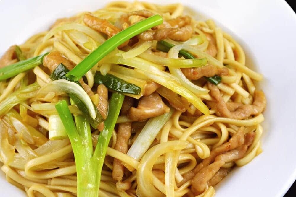關刀麵料理食譜-洋蔥肉絲炒關刀麵 - 1