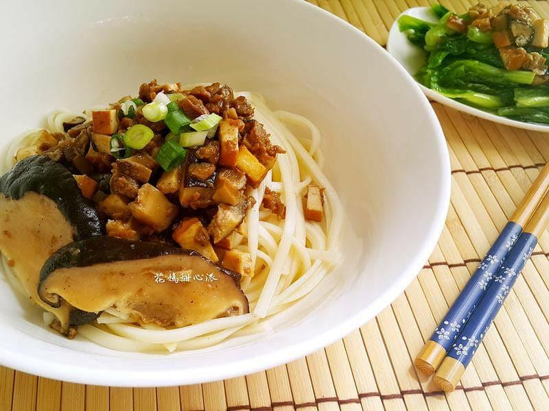 三風麵館-花媽甜心派香菇豆干素燥麵