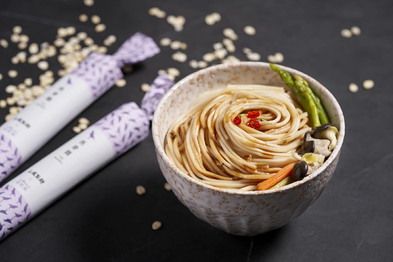 紙捲麵包裝的燕麥麵